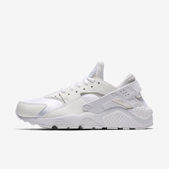 Size 8.5 in men's. Used white huaraches.
